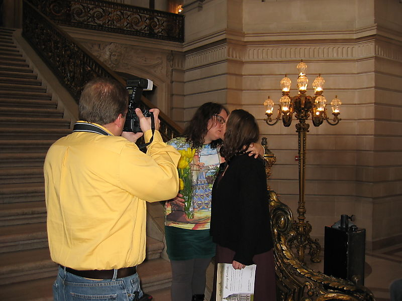 Kissing on City Hall steps 2004
