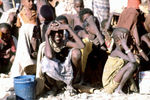 Somali_children_waiting