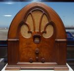 Philco_cathedral_radio