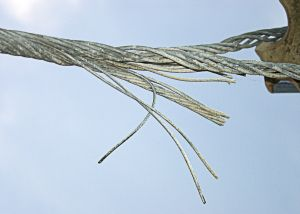 Frayed_steel_cable