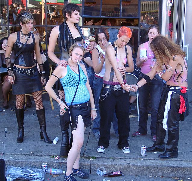 Lesbians_Folsom_Fair_2004