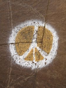 Peace_sign_painted_on_rock_2