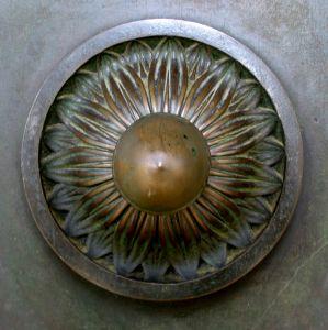 Bronze_door_knob