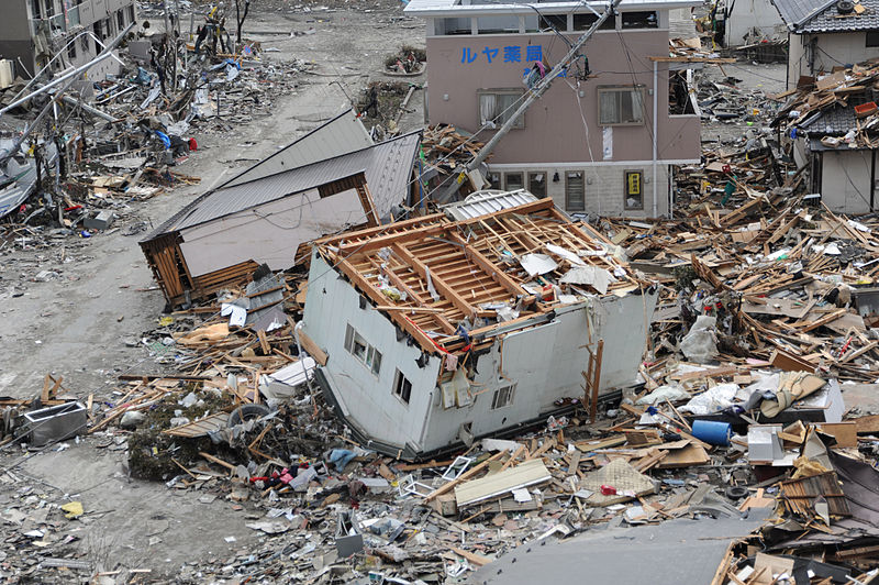 US_Navy_110315-N-2653B-107_An_upended_house_is_among_debris_in_Ofunato,_Japan,_following_a_9.0_magnitude_earthquake_and_subsequent_tsunami