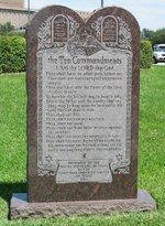 Ten_commandments_monument
